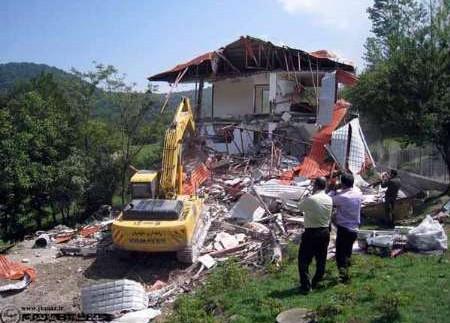 تخریب ویلاهای زمینخواران در کنار یک روستای تاریخی