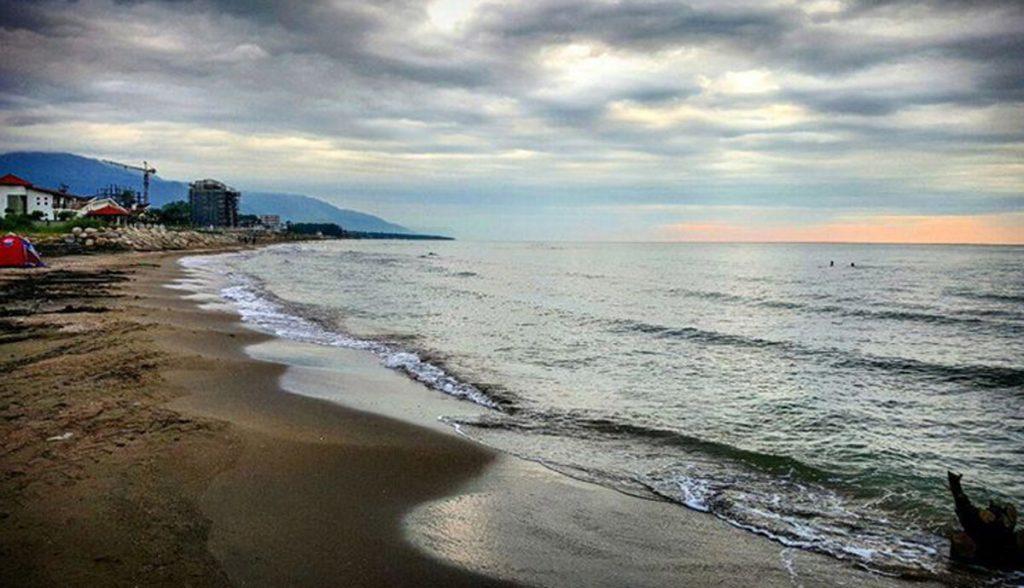 زمین قواره اول ساحلی دریا رویان